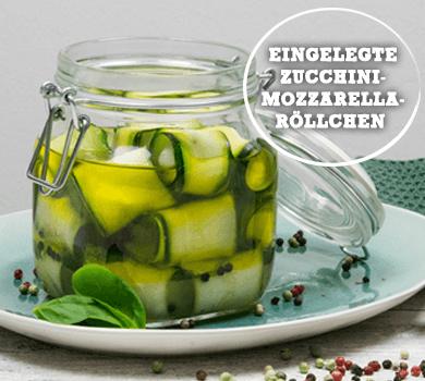 Eingelegte Zucchini-Mozzarella-Röllchen